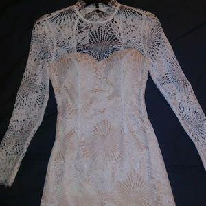Beautiful white and cream lace BEBE dress size 00